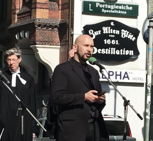 Interreligiöser Karfreitagsandacht am Kreuzweg in Hamburg St Georg